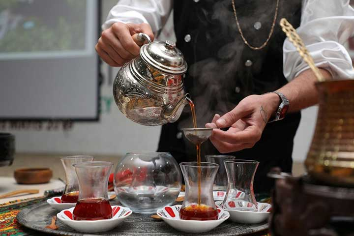 All About Turkish Tea: Types, How to Drink It and Health Benefits